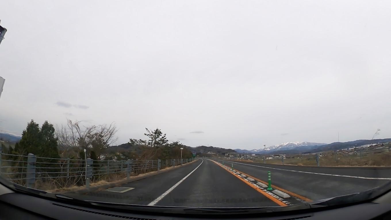 すぐに冠雪した月山が見えてくる
