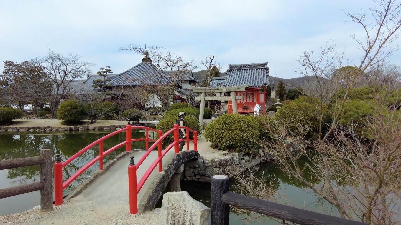 境内を出て 向かい側の宇賀神社 うがじんじゃ へ