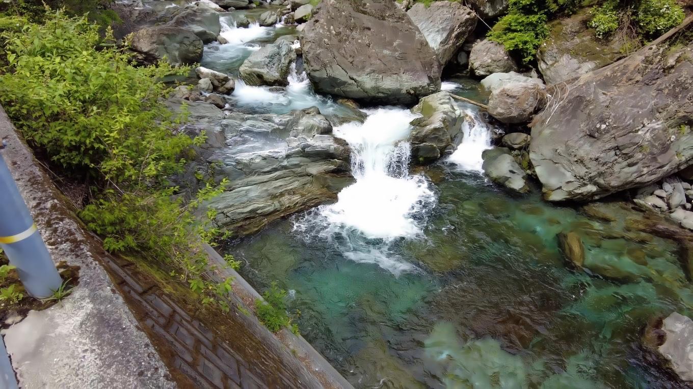 高樽川は 見事な仁淀ブルー
