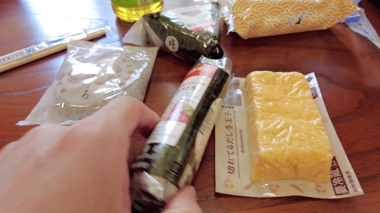 ローソンで手巻き寿司と卵焼き おにぎりを買ってきた