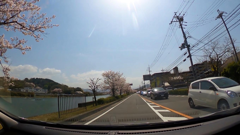 瀬田川沿いに走ると ウッドペッカーの駐車場だ