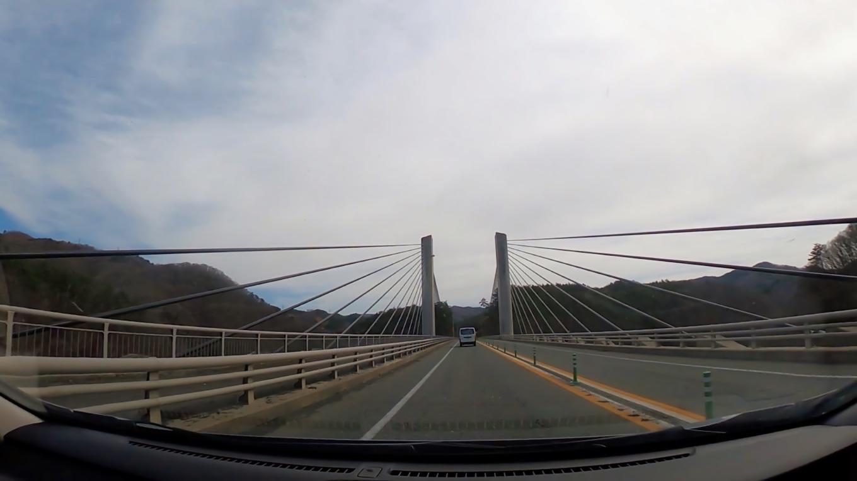 北上川を渡る