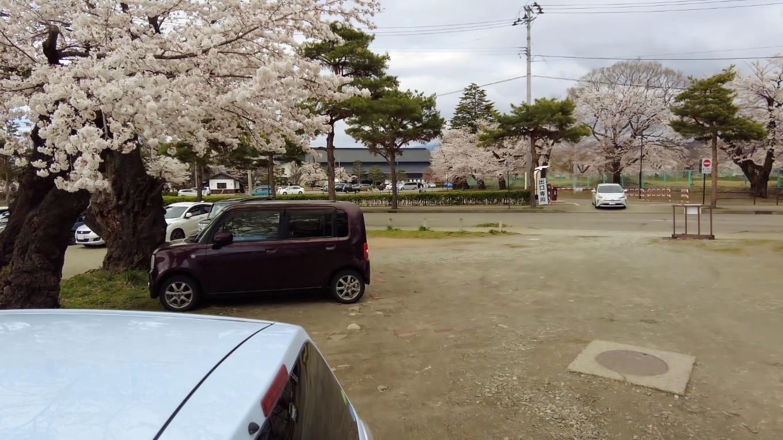 そこから車で 鶴ヶ城にやってきた