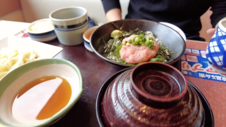 ツレはネギトロ丼とうどんのセット