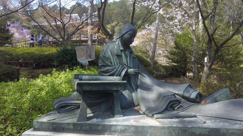 紫式部の銅像