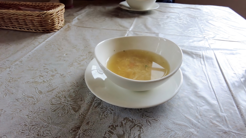 まずスープが出た
