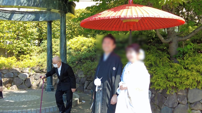 この庭園は結婚式の写真撮影スポットになっている