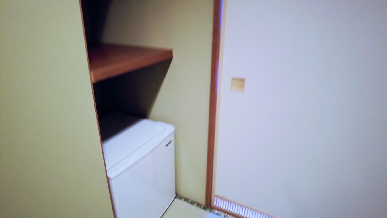 入ってすぐ冷蔵庫がある