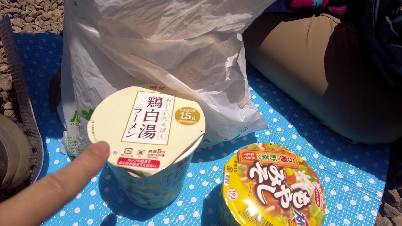 この日のランチは ファミリーマートで買ってきたカップ麺
