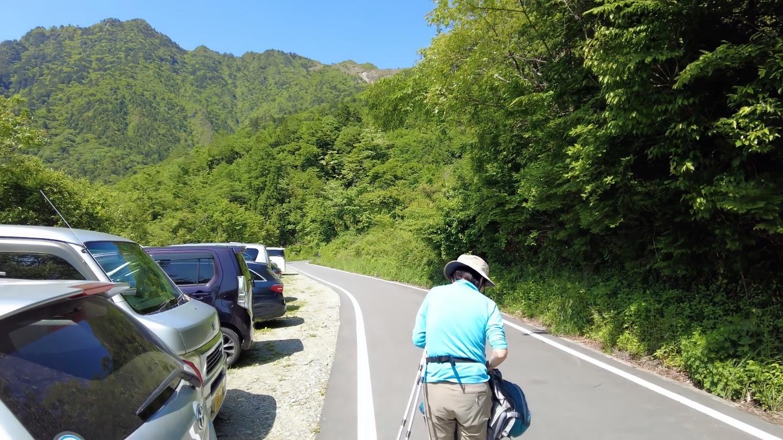 寒風山登山口の少し下に 登山者用の臨時駐車場が設けられていた