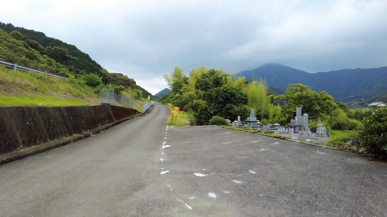 すぐ横を 高知自動車道が通っている