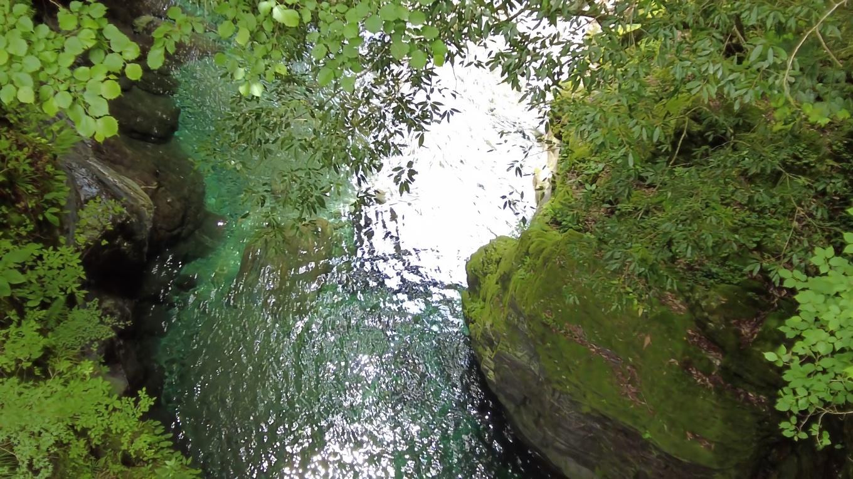 橋から水面まで約40mもある