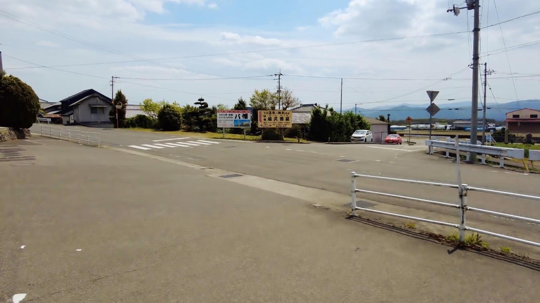 駐車場はとても広い
