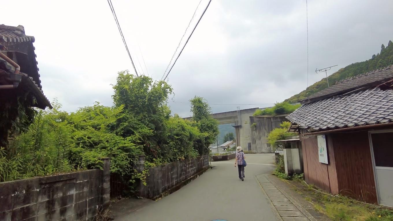 ゆり街道入り口まで歩いてきた