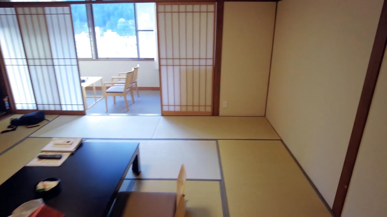 部屋は10畳の和室
