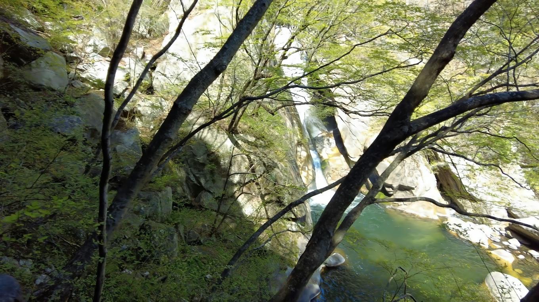 昇仙峡の遊歩道を歩いて行く