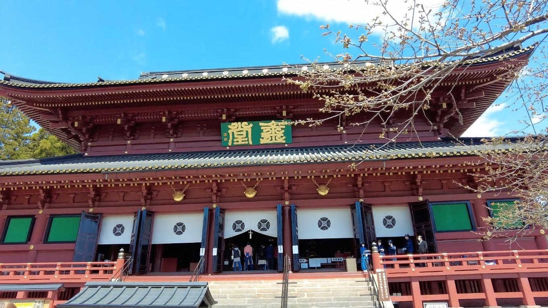 本堂の三仏堂 さんぶつどう は1645年に徳川三代将軍家光によって建て替えられた東日本最大の木造建築だ