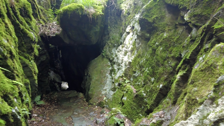 洞窟がある