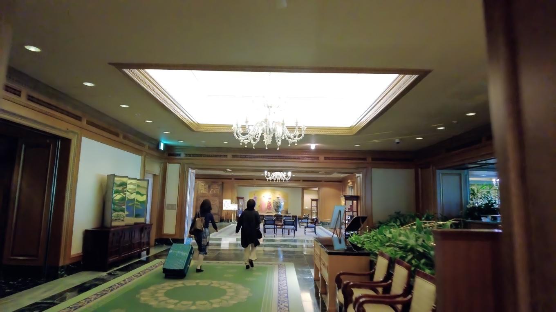 ホテル棟のロビーにやってきた時には 既に疲れていた 苦笑