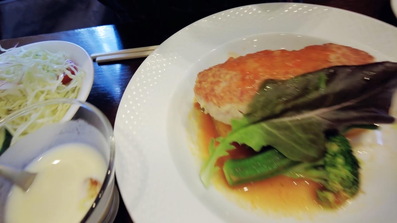 週替わりランチは 鶏ミンチと長芋のハンバーグ