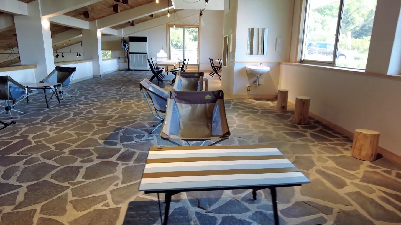 リニューアルにあたってロゴスと提携し 家具はロゴスで揃えてある
