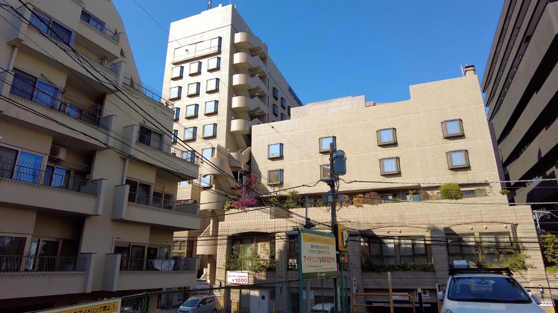 リッチモンドホテル東京目白の裏にある有料駐車場にやってきた