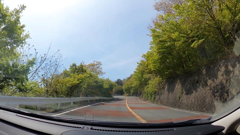 昇仙峡に続く県道104号線の坂道を上がっていく