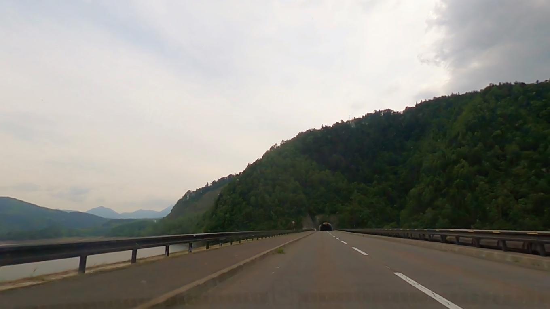 そこから車で国道39号線を走り 大雪湖 だいせつこ にやってきた