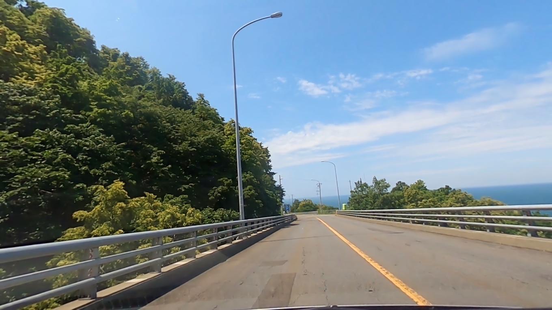 歩古丹橋 あゆみこたんばし からは 日本海を見下ろすことができる