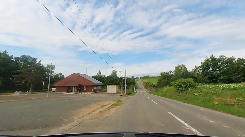 ジェットコースターの路は 約4kmの直線道路がアップダウンを繰り返すため ジェットコースターに乗っているかのような体験ができる道路だ