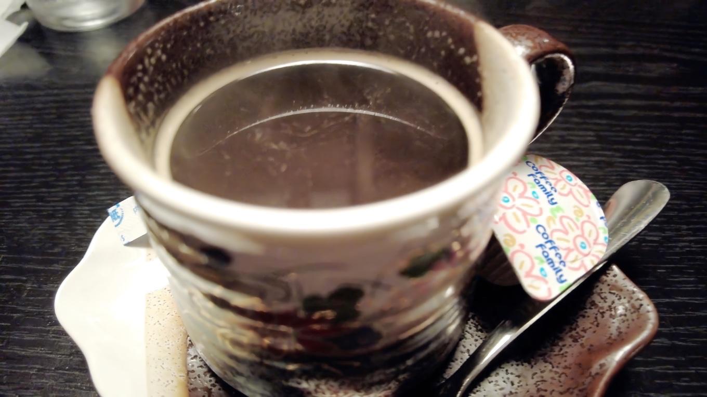 食後のコーヒーはレギュラーサイズで嬉しい