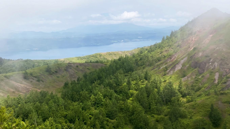 有珠山の向こうには 洞爺湖も見えていた