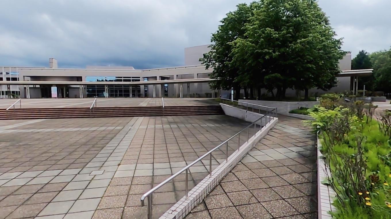 ここには旭川市大雪クリスタルホールという 音楽堂や国際会議場がある