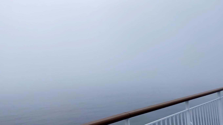 甲板に出てみたが 真っ白