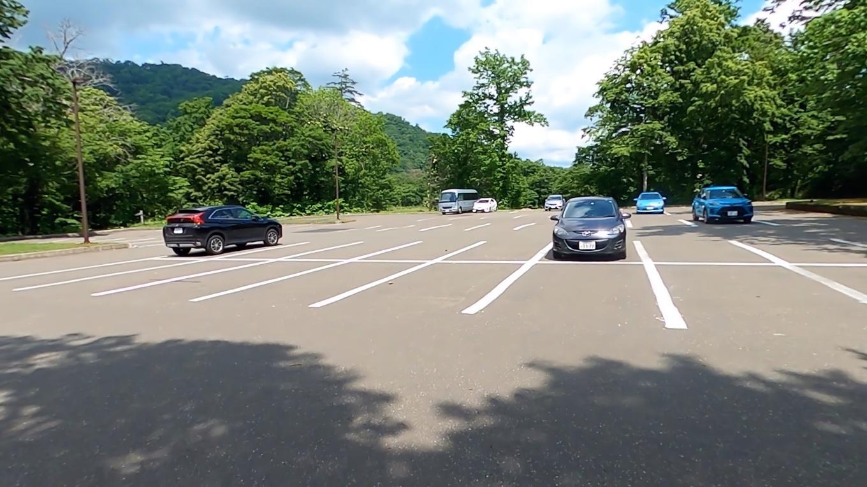 そこから車で 休暇村支笏湖 きゅうかむらしこつこ の駐車場にやってきた
