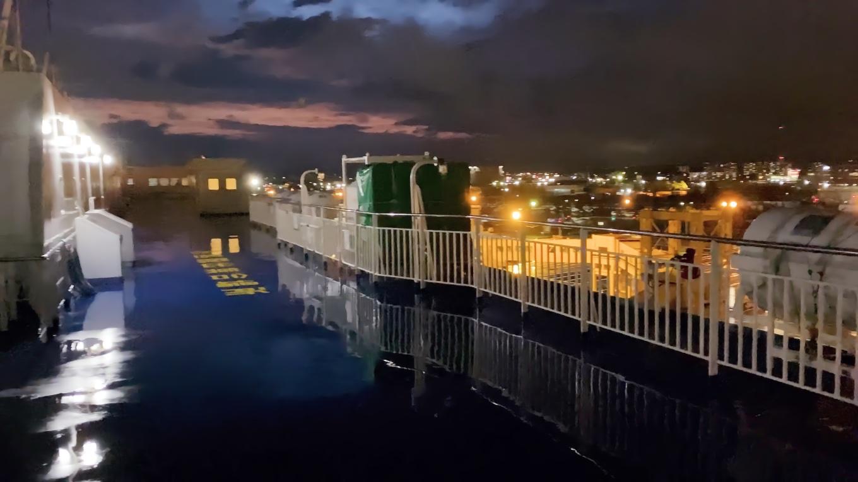 外に出てみると 夕暮れの仙台港が美しかった