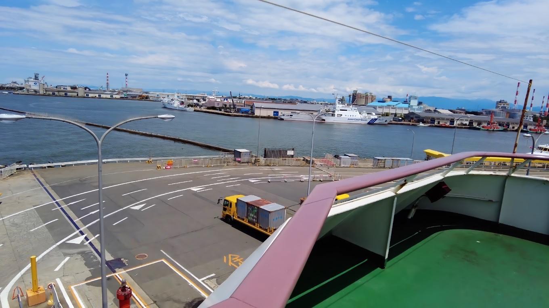 海上保安庁の巡視船が停泊している
