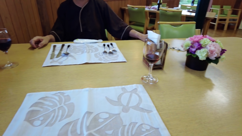 シェフがテーブルを交換してくれて なんとかディナーを継続できた