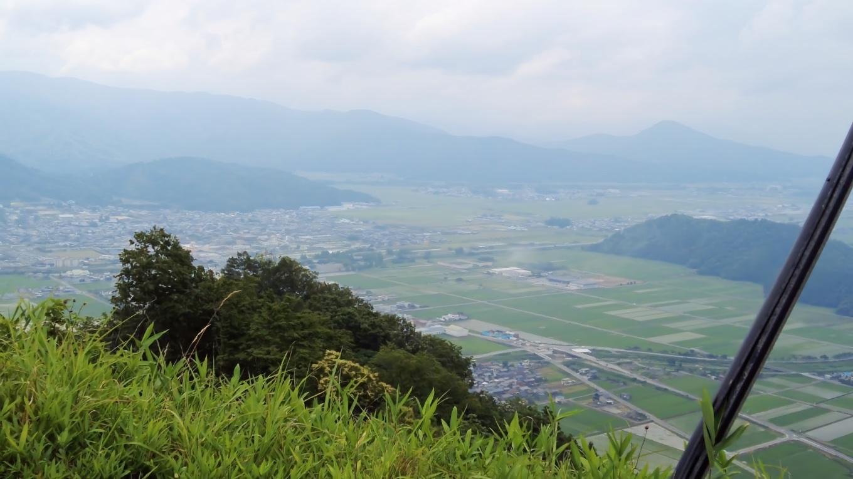 日本百名山の伊吹山の方は 雲に隠れてしまっている