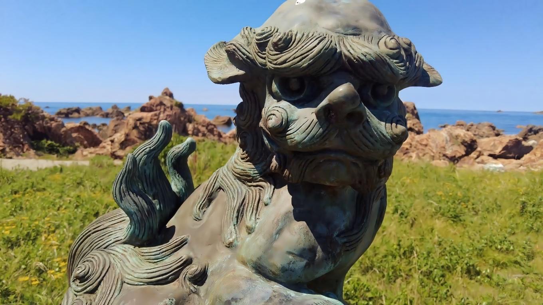 青銅製の狛犬は なかなか凜々しい