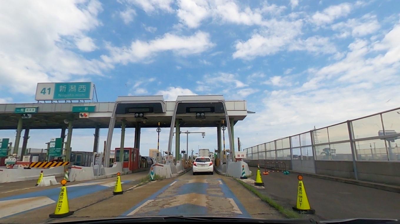 北陸自動車道を通り 途中で名立谷浜SAで休憩して 新潟西ICで下りる