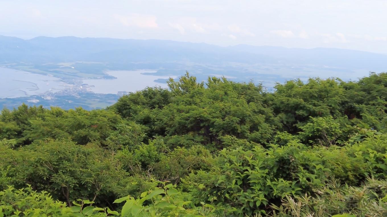 眼下は佐渡島の加茂湖