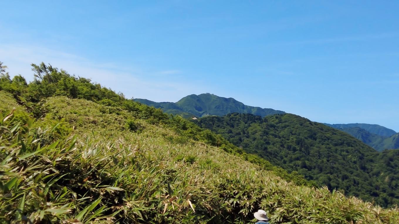 金北山の山頂には 自衛隊の基地が見える