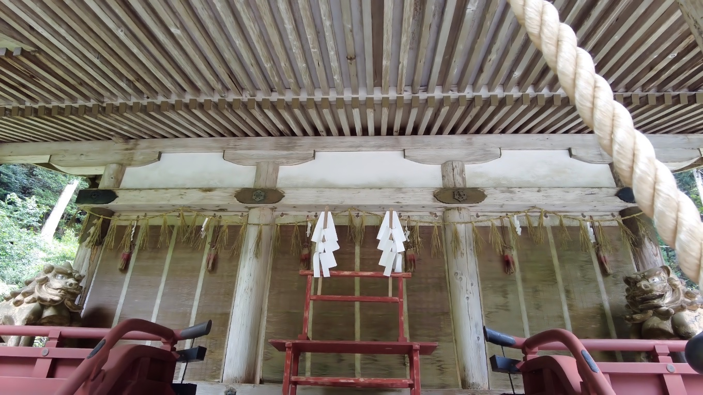白山宮の拝殿