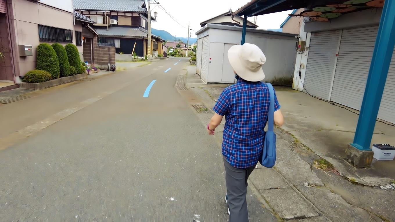 琵琶湖畔に行こうとしたが行き止まりになっていたので 道路に戻ってきた