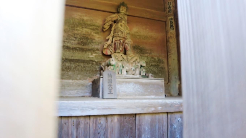中には四天王像