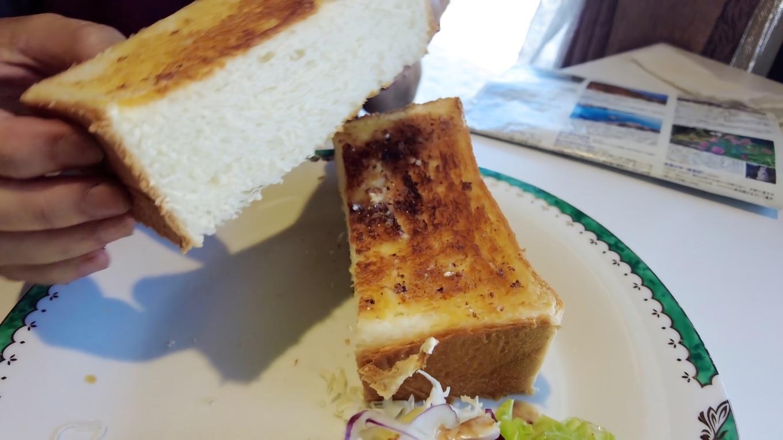 トーストの厚みが半端ない