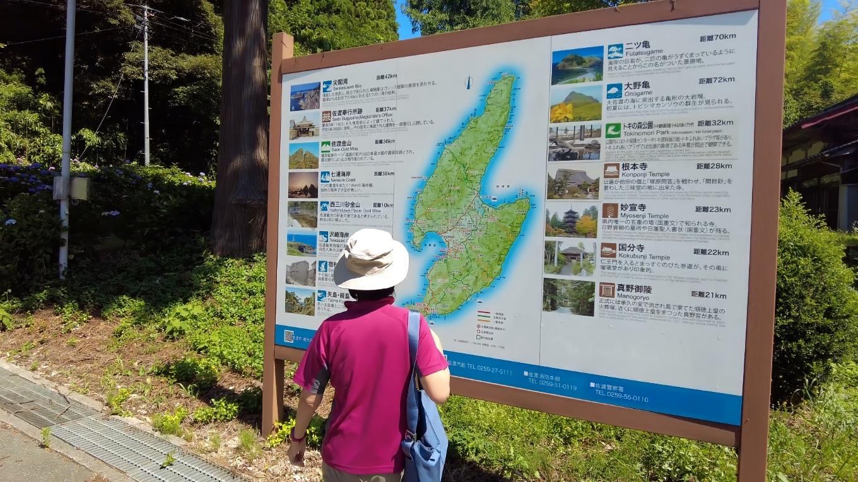 佐渡島の観光案内地図で 現在地を確認