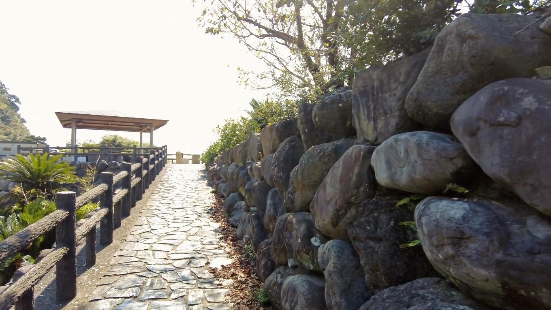 堤防には 遊歩道が整備されている
