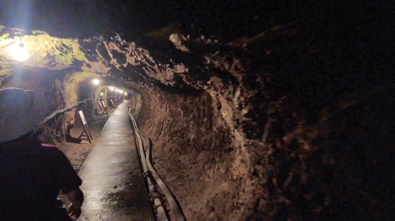坑道の総延長は約400kmもあるという
